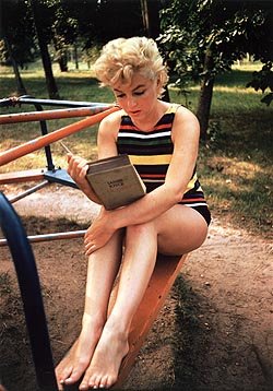 Marilyn Monroe Reading Ulysses, Long Island, New York, 1954. Photo by Eve Arnold