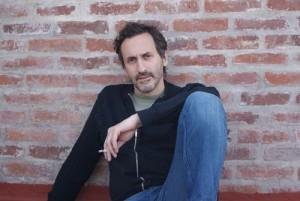 Antonio Santa Ana nació en Buenos Aires, Argentina, en 1963. Es editor y especialista en literatura infantil y juvenil