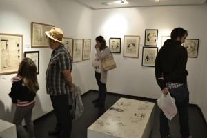 Visitantes en la galería