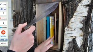 Una tapa de plástico protege los libros