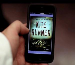 El libro se descarga en los celulares de los pasajeros para que lo revisen