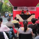 escritor Reinaldo Marchant conversa con el público