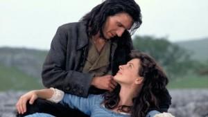"""El romance entre Heathcliff y Cathy, en """"Cumbres Borrascosas"""" puede ser tan o más emocionante que el de Crepúsculo"""