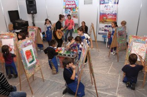 Los niños son los invitados de honor: han pintado, escuchado cuentos, ilustrado cómics, etc