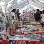 Expositores y público en Barrio Repúblia