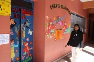 En la escuela-E-34 de Calama incentivan la lectura con portadas de cuentos en las puertas y ventanas de cada sala. Más información en http://bit.ly/LLr8JJ