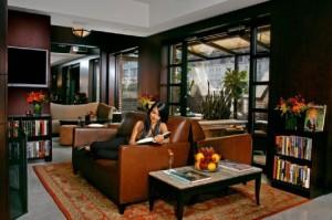 Una de las tantas salas de lectura del hotel