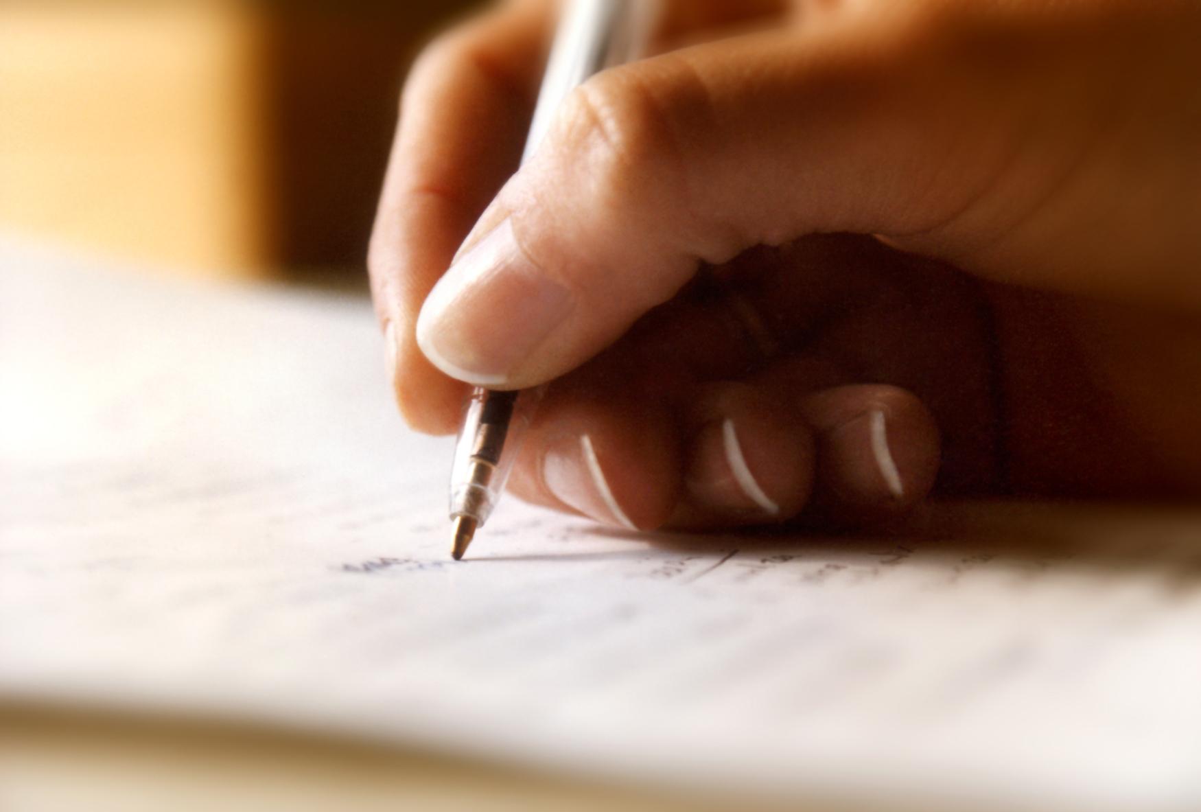 Al escribir se ponen en acción procesos mentales, emocionales, intelectuales, etc. tan interesantes, que el producto de lo que escribimos obedece a quienes somos como individuos.