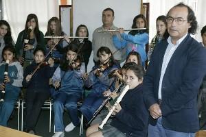 El Colegio Eduardo Martín Abejón partió con 40 alumnos. Hoy, además de obtener importantes resultados en el Simce, cuenta con una orquesta infantil y cursos de ajedrez.