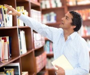 Los profesores tienen que entrar a las bibliotecas escolares y buscar a su gusto todo el material que necesiten