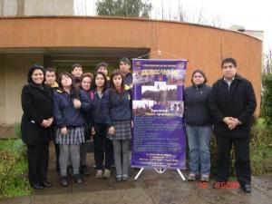 Yasna Catalán, junto a los alumnos que recibieron una de sus capacitaciones