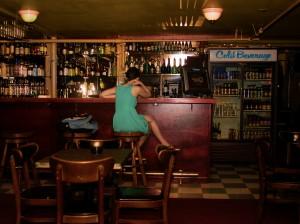 La chica del bar puede ser entretenida y motivante a veces